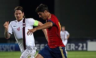 DUELL: Stefan Strandberg møtte Alvaro Morata i U21-EM i 2013. Foto:. AFP PHOTO / MENAHEM KAHANA