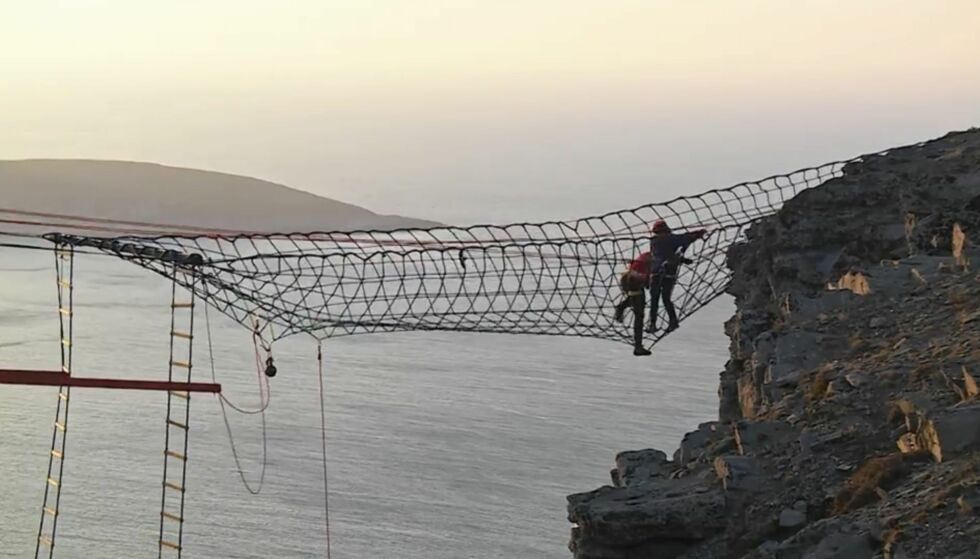 HØYT: I kjent stil ble finalen avholdt på Nordkapp, og deltakerne måtte også dette året ut i det beryktede nettet. Foto: Discovery