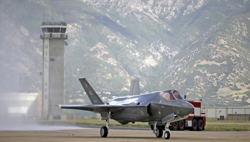 KAN UNNTAS LOVEN: Våpensystemer kan unntas lov om offentlige anskaffelser. Her er et F-35 jagerfly, som Norge har kjøpt flere av. Foto: Rick Bowmer/Ap