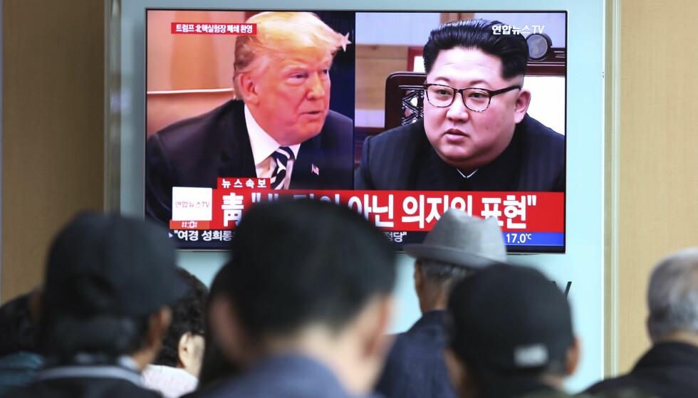 MØTES: Kim Jong-un annonserer at driften ved landets atomanlegg skal stanses og at tunnelene inn i det beryktene Punggye-ri fjeller skal sprenges. Det skjer bare uker før han møter Donald Trump til viktige atomsamtaler. Foto: AP Photo/Ahn Young-joon/NTB Scanpis