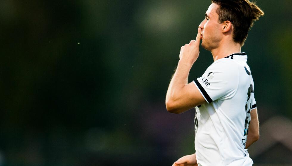 HYSJ: Anders Trondsen hysjer på Stabæk-fansen etter scoringen. Foto: Vegard Wivestad Grøtt / Bildbyrån