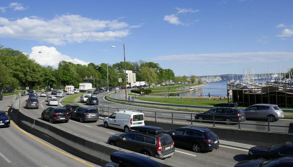 NØDVENDIG: - At Ap-byrådets krig mot bilen engasjerer er det ingen tvil om. I Oslo er de registrert 300.000 privatbiler og de er der ikke for moro skyld, skriver artikkelforfatteren. Foto: Erik Johansen / NTB scanpix