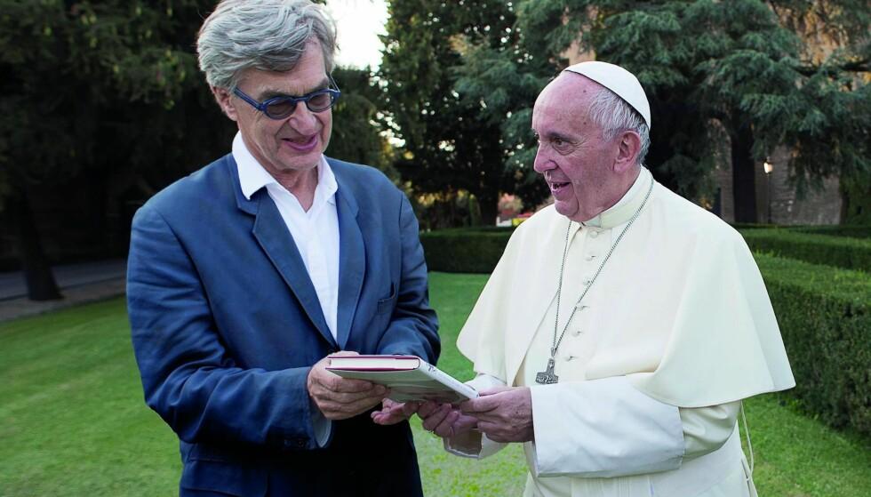 """ENIGE I MANGT: Wim Wenders, som har laget kjærlige kunstnerportretter i """"Pina"""" (2011) og """"Buena Vista Social Club"""" (1999), har laget dokumentar om paven."""