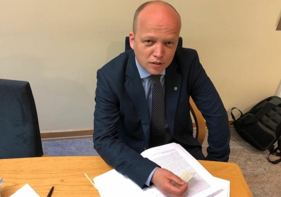 SMÅLIG: Sp-leder Trygve Slagsvold Vedum mener det er smålig av regjeringen å innføre gebyr på skifteattest etter dødsfall. Foto: Gunnar Ringheim / Dagbladet