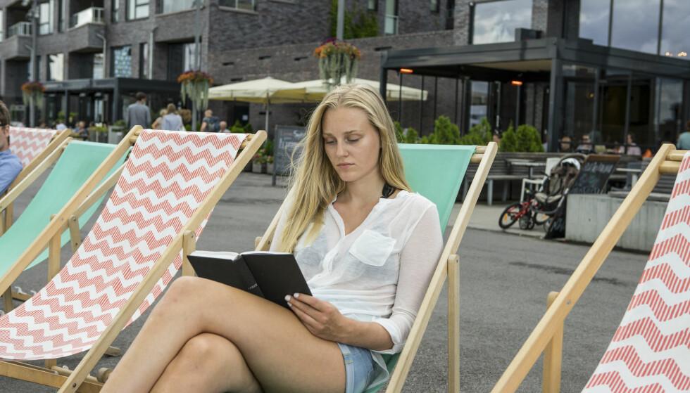 HVILE: - Bok er redningen. Bok er hvile. Bok er å være stille, skriver artikkelforfatteren. Foto: Thomas Brun / NTB scanpix