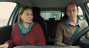 SPENT FØR START: Sandra (52) merket sommerfuglene i magen før slalåmkjøringen. Arne Morten (48) sto for kjøringen.