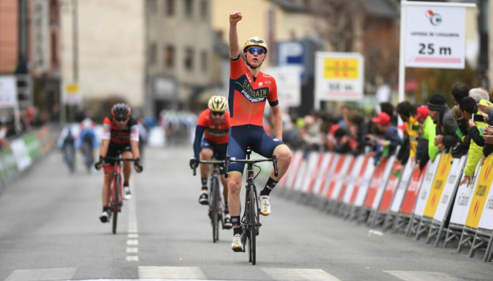 VANT: Mohoric tok den tiende etappen i årets Giro d'Italia. Her fra en tidligere anledning, da han jublet etter det han trodde var etappeseier i Katalonia rundt, men viste seg å være en tredjeplass. Foto: TDW/Getty Images.