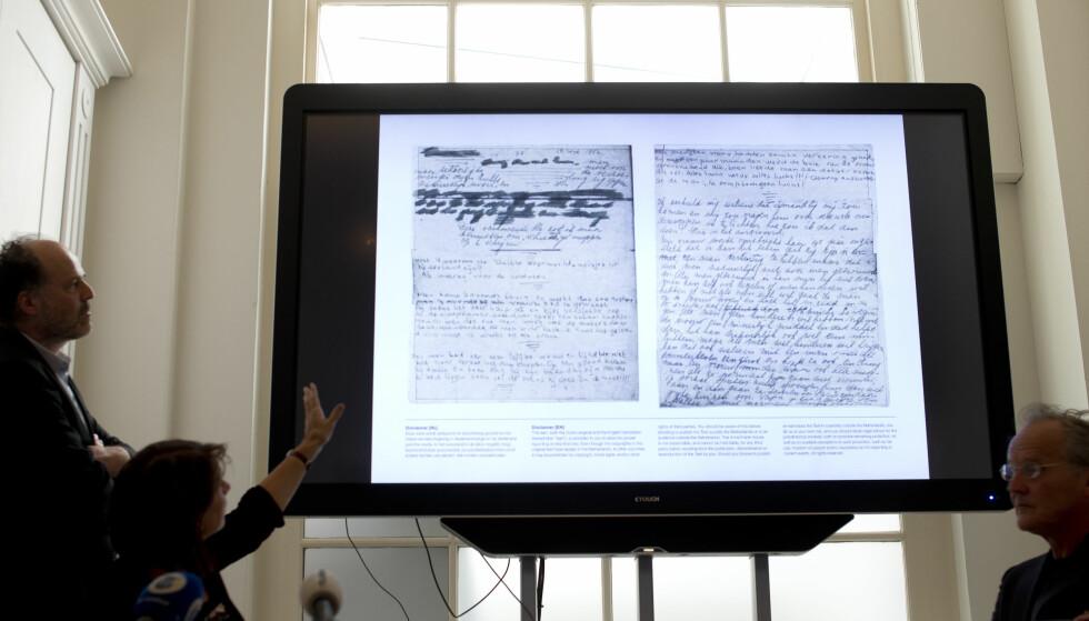 TEKST: De to sidene vises fram før første gang. Foto: AP Photo / Peter Dejong / NTB Scanpix
