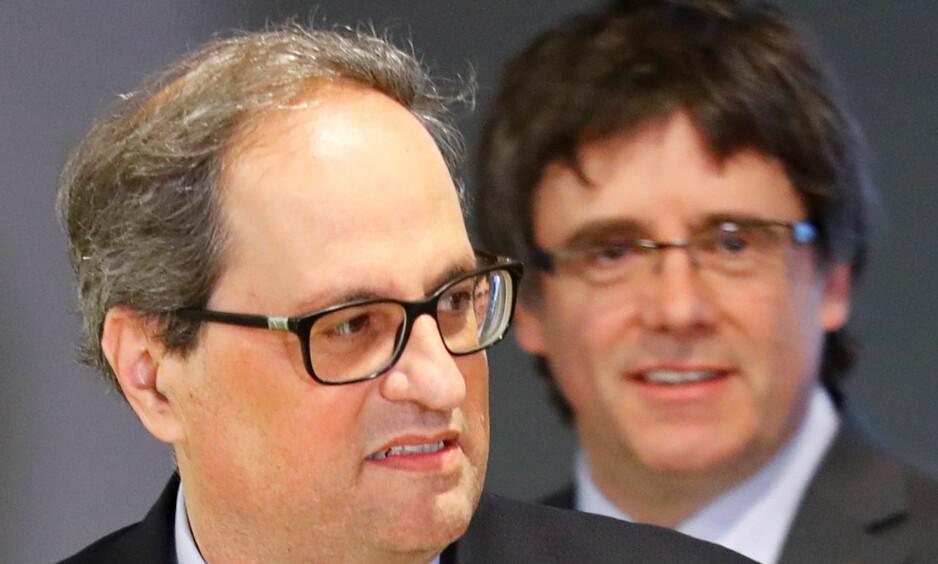 OPPRØRERE: Den nylig valgte predidenten i Catalonia, Quim Torra, foran sin forgjenger, Carles Puigdemont, i Berlin i Tyskland. Men hvem av dem er egentlig president i Catalonia? Foto: REUTERS / NTB Scanpix / Hannibal Hanschke