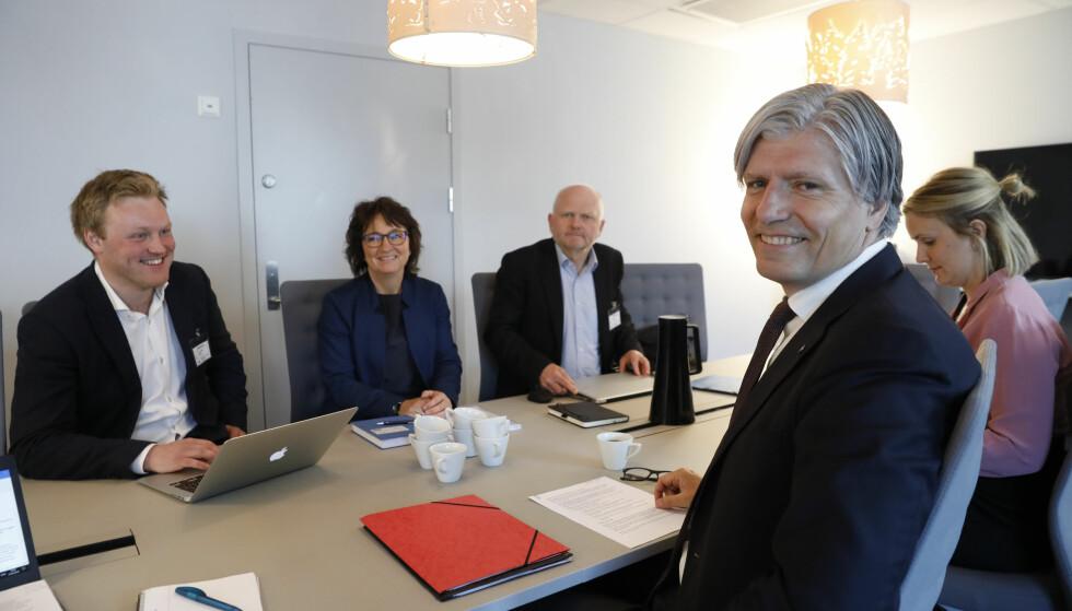 FÅR SLAKT: Klima- og miljøminister Ola Elvestuen møtte onsdag biodrivstoffbransjen for å diskutere hvordan bruken av bærekraftig biodrivstoff med høy klimaeffekt kan øke i Norge. Foto: Ole Berg-Rusten / NTB scanpix