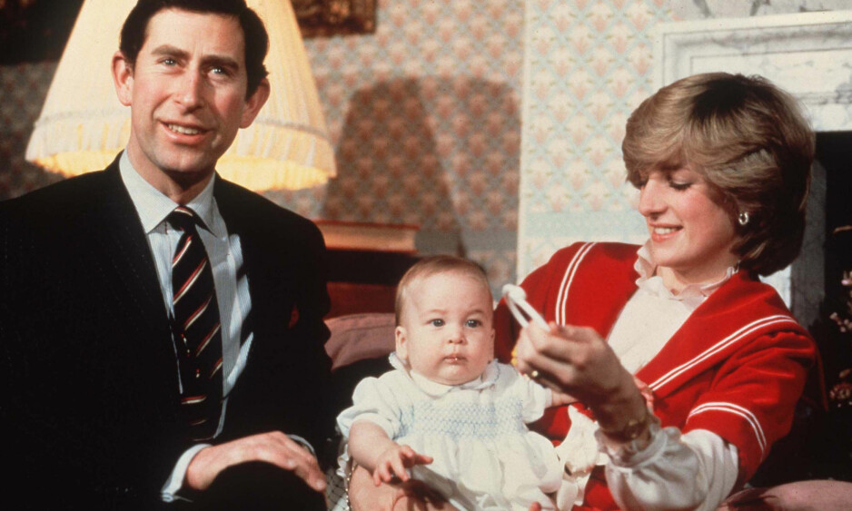 36 ÅR SIDEN: Det var i 1996 skilsmissen mellom prins Charles og prinsesse Diana ble et faktum. Her avbildet i 1982 sammen med deres førstefødte, prins William. Foto: NTB scanpix
