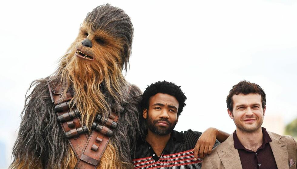 NY GENERASJON: Donald Glover spiller Lando Calrissian og Alden Ehrenreich spiller Han Solo i «Solo: A Star Wars Story». Ehrenreich måtte feire på egenhånd da han fikk den hemmelige nyheten om at han hadde fått rollen.