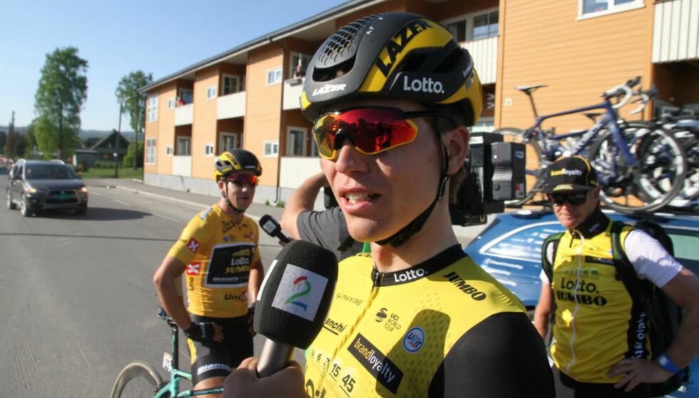 FILLERISTER KOLLEGER: Amund Grøndahl Jansen var ikke imponert over kjøringen i hovedfeltet på vei inn til målgang i Brumunddal. FOTO: Jarle Fredagsvik, procycling.no