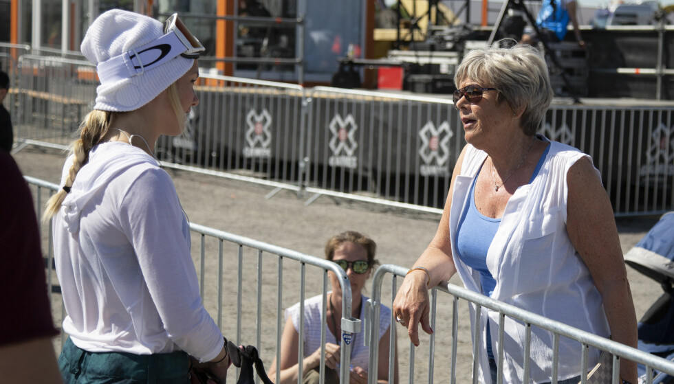 TOK BRONSE: Silje Norendal, her sammen med mamma Marit før konkurransen. Foto: Fredrik Hagen / NTB scanpix