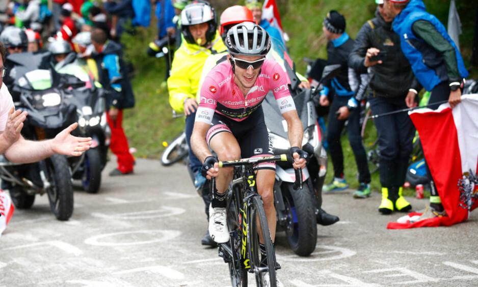 SEILER I FRA: Simon Yates (Mitchelton-Scott) med sin tredje etappeseier i Giro d'Italia i år. FOTO: Tim de Waele/Getty Images