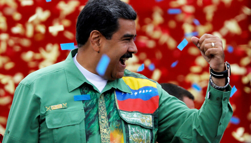 GJENVALGT: Nicolás Maduro ble i natt gjenvalgt som president av Venezuela, men det var svært få som hadde karret seg til stemmelokalene sammenliknet med forrige valg. Foto: NTB scanpix