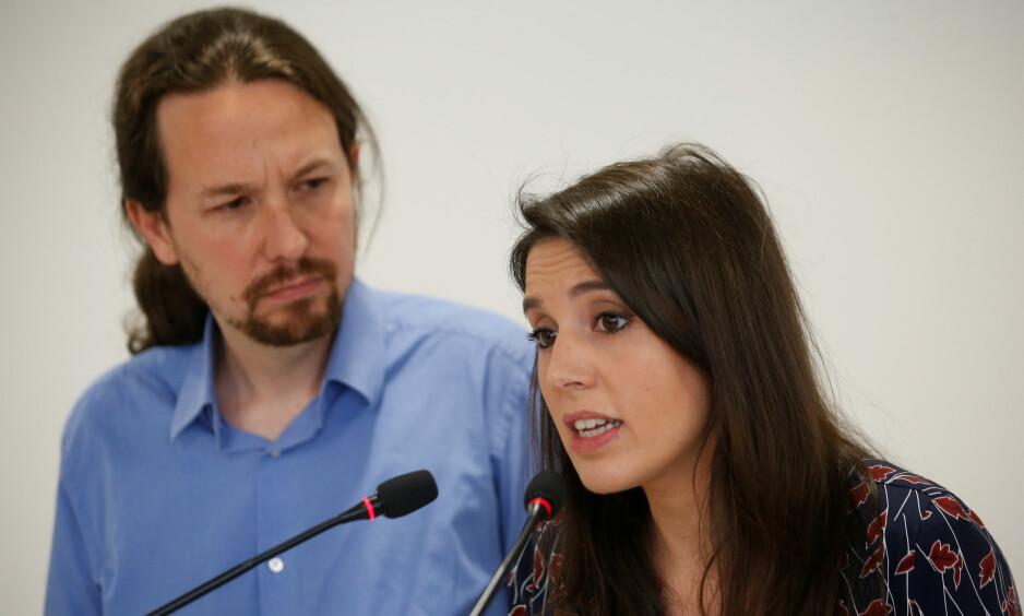 HUSBRÅK: Partileder Pablo Iglesias og parlamentarisk leder Irene Montero holdt lørdag pressemøte om sitt bolgkjøp for over 600 000 euro utenfor Madrid. Foto: REUTERS / NTB Scanpix