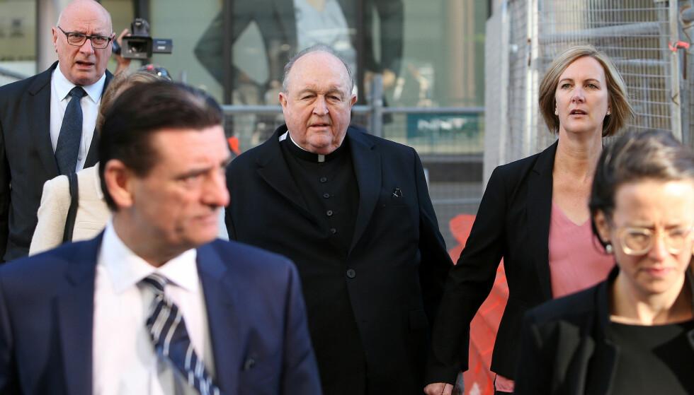 DØMT: Den australske erkebiskopen Philip Wilson ble tirsdag dømt for å ha skjult seksuelle overgrep mot barn for å beskytte kirken og dets omdømme. Foto: Peter Lorimer / AAP / Reuters / NTB Scanpix