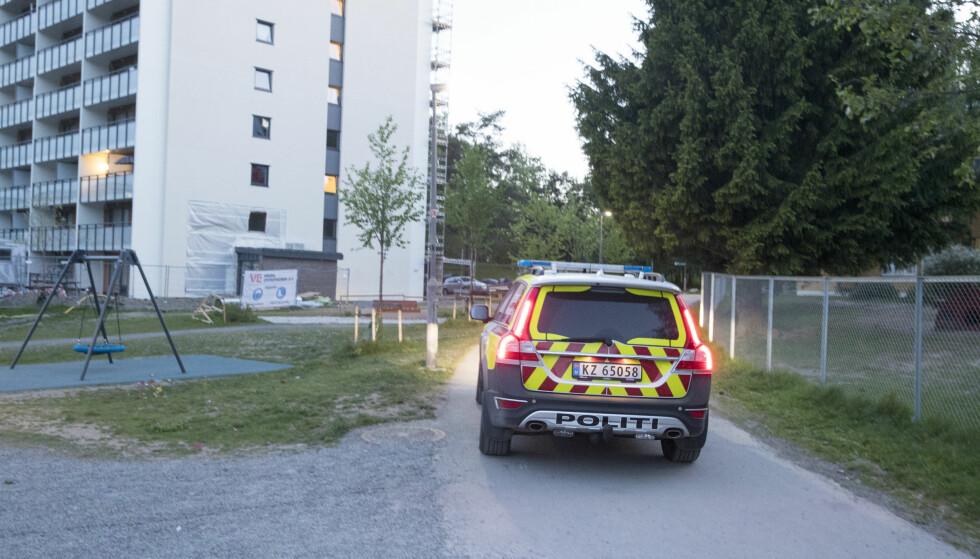STEINKASTING: En person ble skadd etter å ha fått en stein i hodet på Stovner i Groruddalen lørdag. Foto: Terje Pedersen / NTB Scanpix