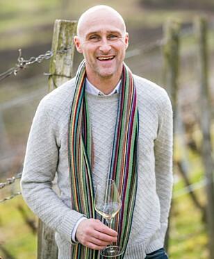 ET GLASS TIL MATEN: Ole Martin Alfsen forsøker å spise sunt, og liker et glass vin til maten. Foto: Chaeos