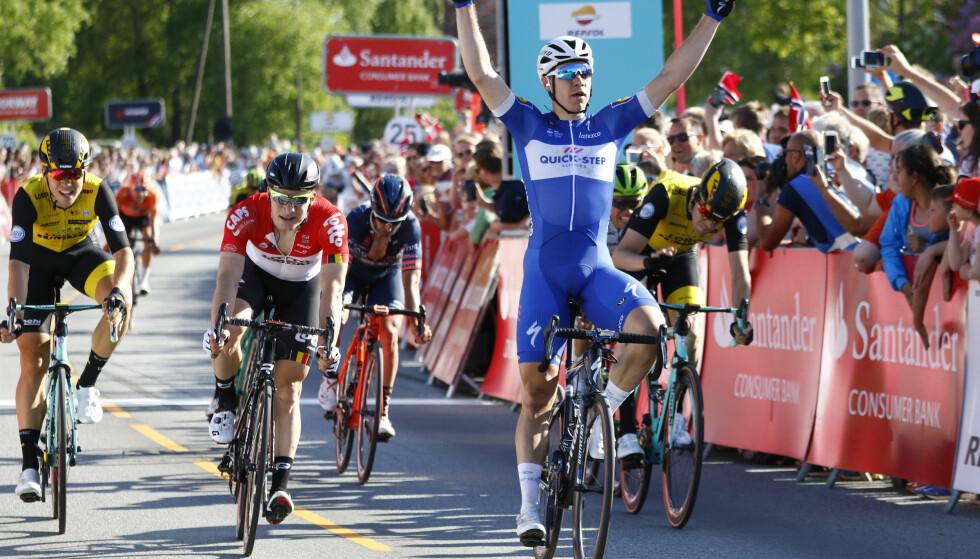 SUVEREN: Fabio Jakobsen tok nok en Quick-Step-triumf da han vant åpningsetappen i Tour des Fjords 2018. Foto: Tor Erik Schrøder / NTB scanpix