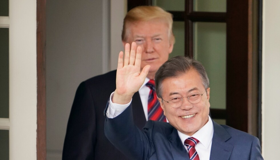 US President Donald Trump greets South Korea's President Moon Jae-in upon his arrival at the White House for meetings on May 22, 2018 in Washington, DC. / AFP PHOTO / Mandel Ngan
