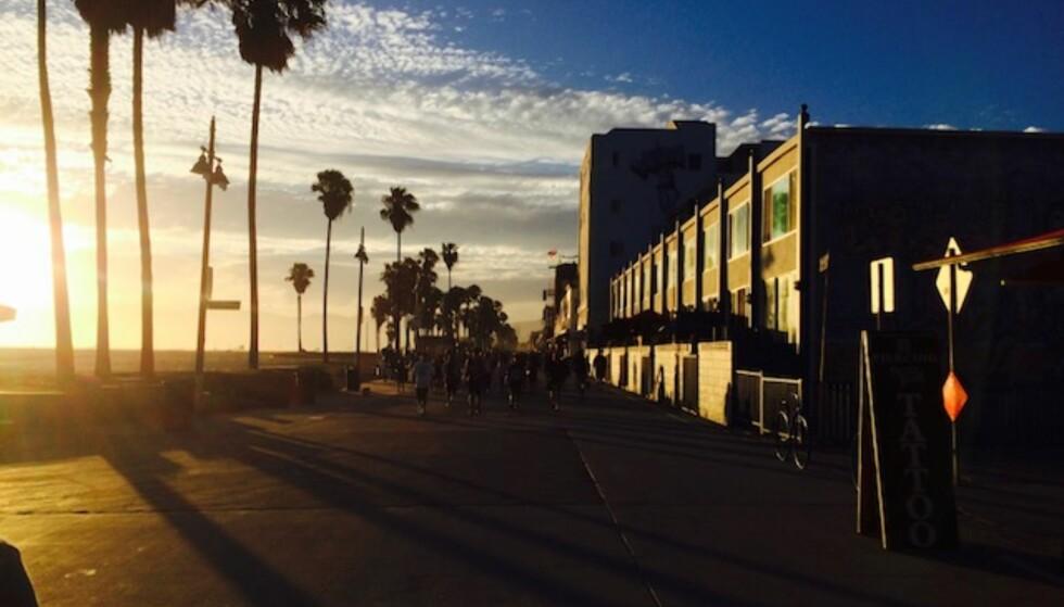 DRØMMEREISEMÅL: André Malcherek (59) har fått skreddersydd sine USA-reiser hos USA Spesialisten. Da er det fort gjort å knipse et bilde av den legendariske solnedgangen på Venice Beach i Los Angeles.