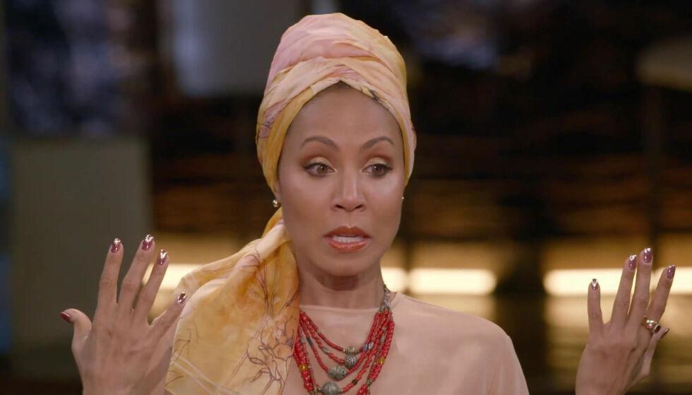 ÆRLIG: Skuespiller Jada Pinkett Smith (46) forteller hvorfor hun har kledd seg i ulike hodeplagg og turban de siste månedene. Foto: NTB Scanpix