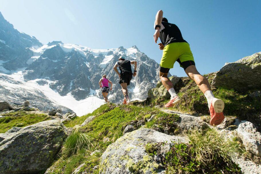 TOPPER OG TRAPPER: I dag arrangeres det ikke bare motbakkeløp opp til våre flotteste fjelltopper, men også i noen av våre lengste trapper. Her fra ei heftig økt i alpene. Foto: Shutterstock / NTB Scanpix
