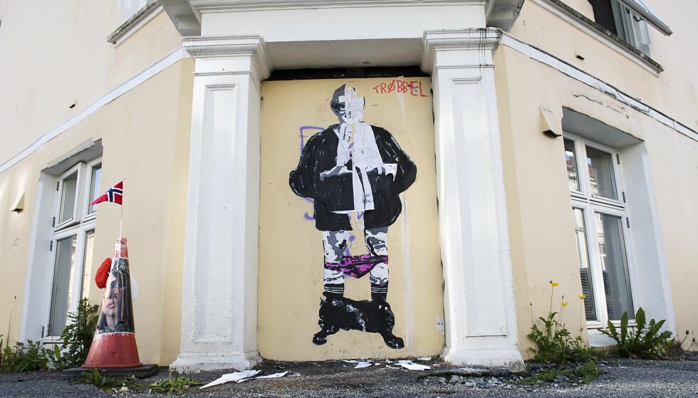 NYTT KUNSTVERK: I april malte gatekunstneren AFK et maleri av Sylvi Listhaug på denne veggen. Nå er dette bildet av kulturminister Trine Skei Grande kommet opp på samme sted. Foto: Marit Hommedal / NTB scanpix