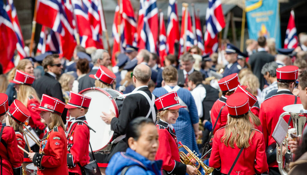 Ventetid: Korps og skolebarn står på Youngstorget i Oslo og venter før de får gå i tog 17. mai. Illustrasjonsfoto: NTB SCANPIX