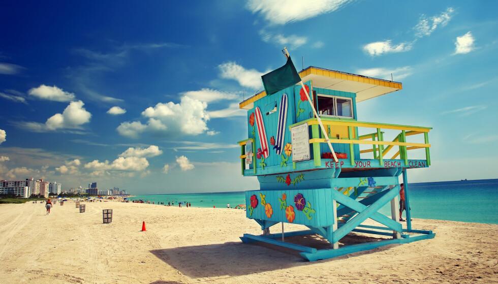 ADVARES: Både turister og fastboende advares mot å bade i sjøen i Florida om de har åpne sår. Det tilrådes heller ikke å spise rå eller dårlig kokt sjømat. Årsaken er en livsfarlig bakterie. Foto: Shutterstock / NTB Scanpix