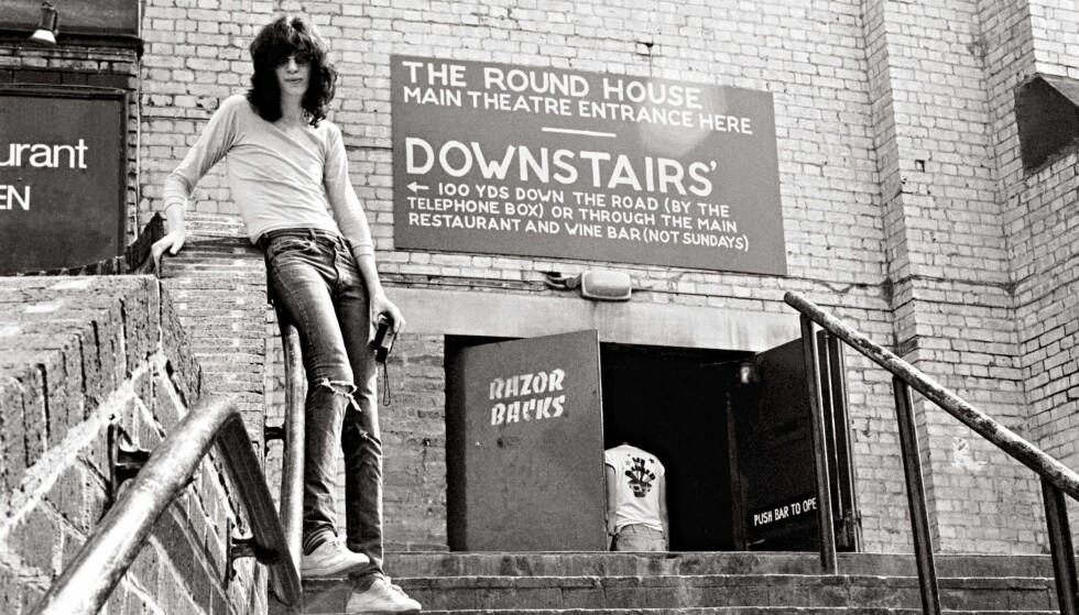 PÅ VEI OPP: I 1976 hadde Ramones sin første suksessfulle konsert utenfor sin faste klubb CBGB på The Roundhouse i London. Foto: Danny Fields / Reel Art Press