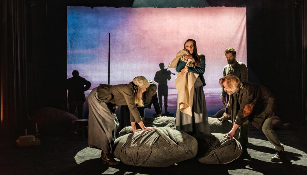KYSTBILDER: Fra «Andvake». Foto: David Zadig, Hordaland Teater