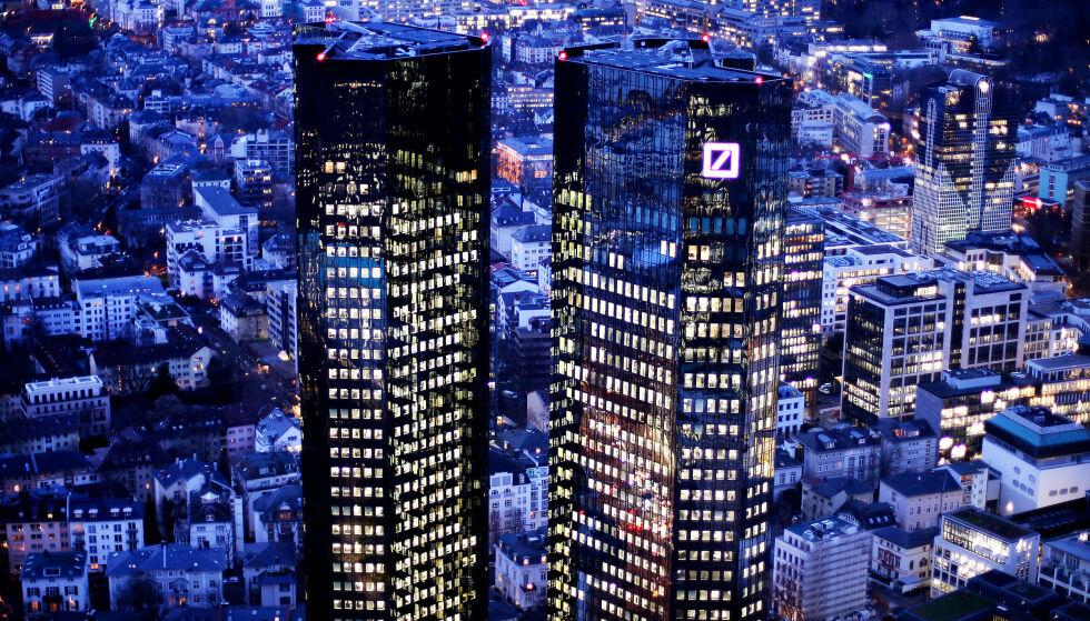 KUTTER: Deutsche Bank kutter flere tusen stillinger. Her er selskapets hovedkvarter i Frankfurt. Arkivfoto: Michael Probst / AP / NTB scanpix
