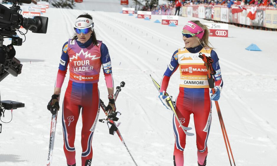 INGEN SKIBYTTER: Therese Johaug og Heidi Weng er begge glad i fellesstart med skibytte (skiathlon), men får ikke gå øvelsen i verdenscupen kommende sesong. Dermed blir det ingen generalprøver internasjonalt i denne øvelsen før VM. Foto: Terje Pedersen / NTB scanpix
