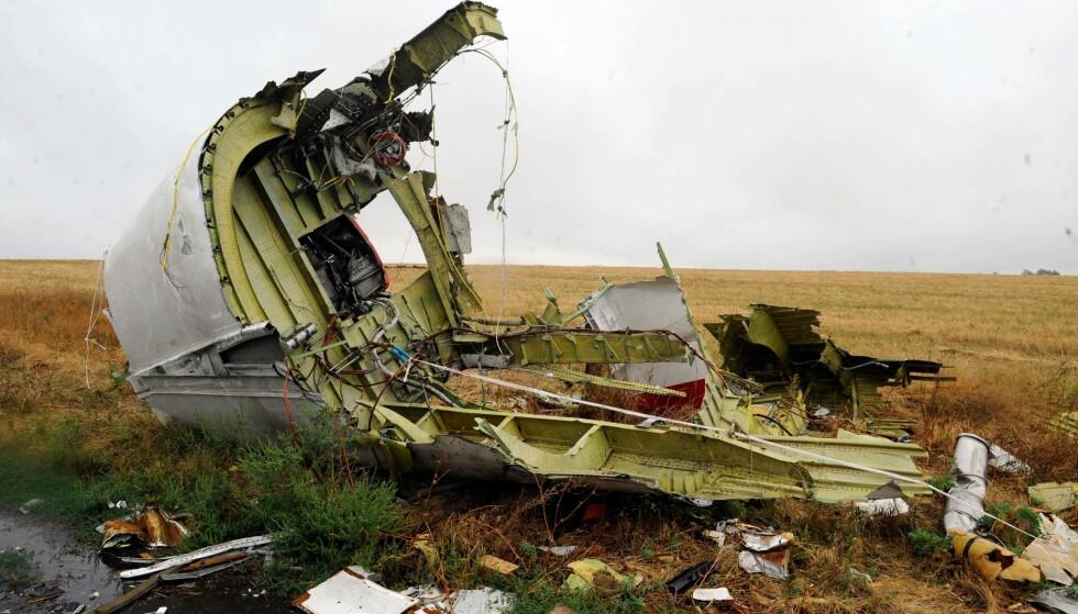RUSSLAND BENEKTER: I 2014 ble det funnet vrakrester fra Malaysia Airlines MH17 80 km øst for Donetsk. Den internasjonale gruppen av etterforskere (JIT) slår fast at raketten som skjøt ned flyet var russisk. Foto: AFP PHOTO / Alexander KHUDOTEPLY / NTB Scanpix