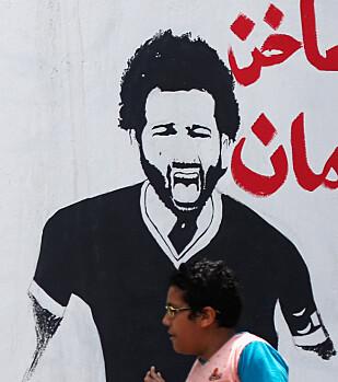 POSTERBOY: Mohamed Salah og teksten «Du er sterkere enn narkotika». Foto: Amr Abdallah Dalsh / Reuters / NTB Scanpix