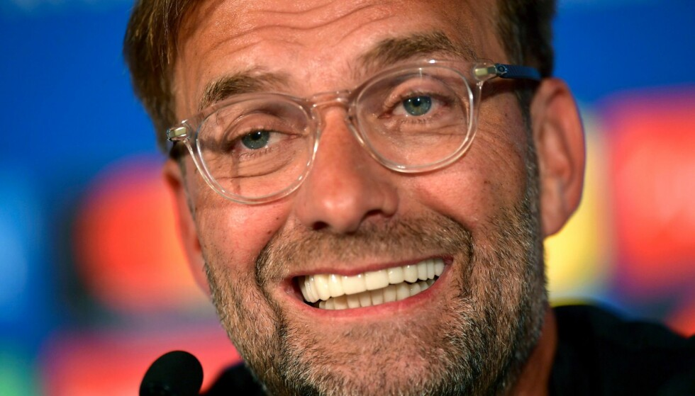 HYLLES: Jürgen Klopp gikk på et forsmedelig finaletap med Liverpool i går, men så ut til å være over den verste skuffelsen i morgentimene søndag. Foto: AFP/UEFA