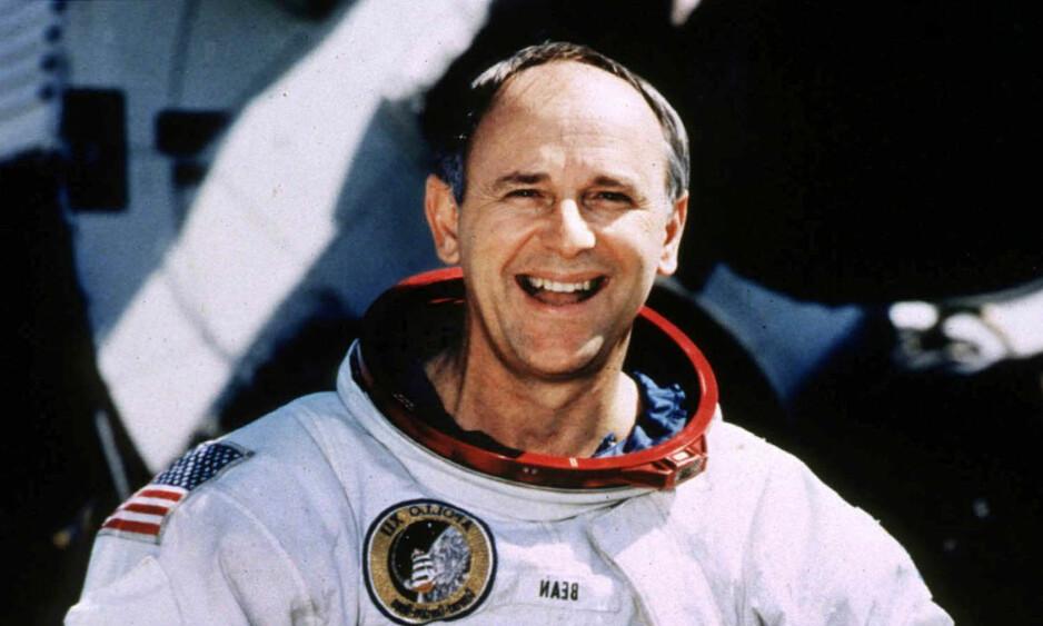 HISTORIE: Fjerdemann som satte sine bein på månen, Alan Bean, er nå død, 86 år gammel. Bildet over er av Bean som 66-åring på romfartssenteret i Houston, Texas. Foto: Reuters / Scanpix
