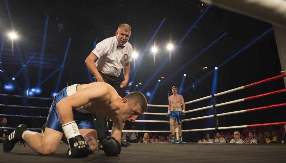 DEN SATT: Davyd Horokhovets hiver etter pusten etter den første nedslagningen. Foto: Tommas Tingfjør / Melhus Promotions