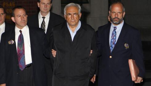 MISSFORNØYD: Dominique Strauss-Kahn fikk selv oppleve «perp walk», noe han var svært misfornøyd med i ettertid. Foto: Reuters / NTB Scanpix
