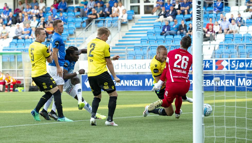 FØRSTE PÅ FIRE ÅR: Her setter Daniel Chima Chukwu inn 2-1 for Molde i 3-1-seieren. Det var hans første scoring i Eliteserien siden 2014. Foto: NTB/Scanpix