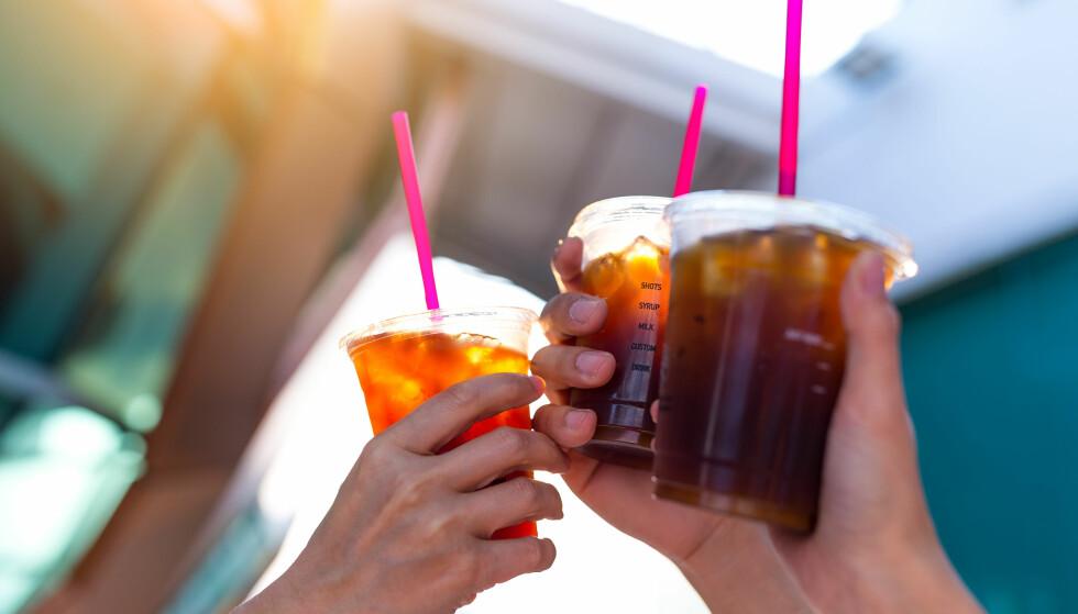 STYR UNNA FRAPPEN HVIS DU VIL KUTTE KALORIER: Ren iskaffe er mye mindre kaloriholdig enn manges sommerfavoritter, isfrappen og islatte. Foto: NTB Scanpix