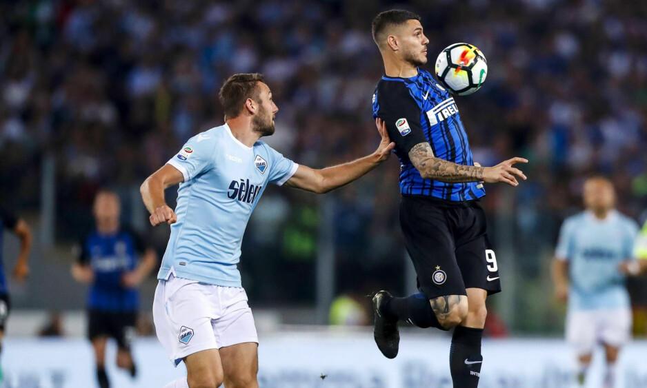 NY KLUBB: Stefan de Vrij (til venstre) blir lagkamerat med Mauro Icardi i Inter neste sesong. Foto: Angelo Carconi / ANSA via AP / NTB scanpix