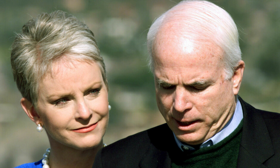 VAR ALLEREDE GIFT: Den amerikanske senatoren John McCain giftet seg med kona Cindy i 1980. Få uker før var han imidlertid gift med en annen kvinne. Foto: NTB Scanpix