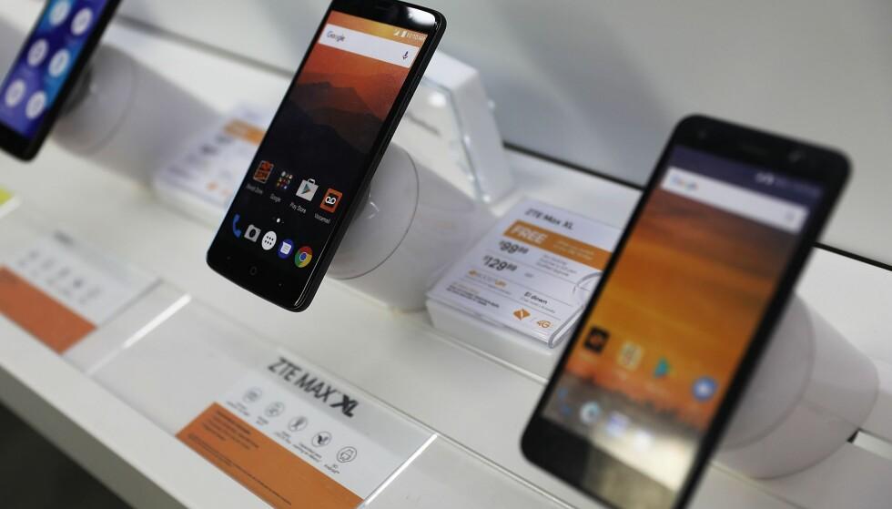 TRUET AV KONKURS: ZTE er Kinas nest største produsent av smarttelefoner og sysselsetter 40 000 personer. De har vært truet av konkurs på grunn av det amerikanske eksportforbudet. Foto: Joe Raedle / Getty Images / AFP / NTB Scanpix