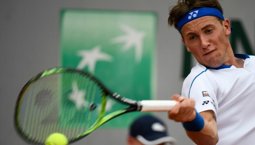 FÅR WILDCARD: Casper Ruud har sikret seg en inngangsbillett i Swedish Open. Her fra gårsdagens kamp i French Open. AFP PHOTO / Eric FEFERBERG