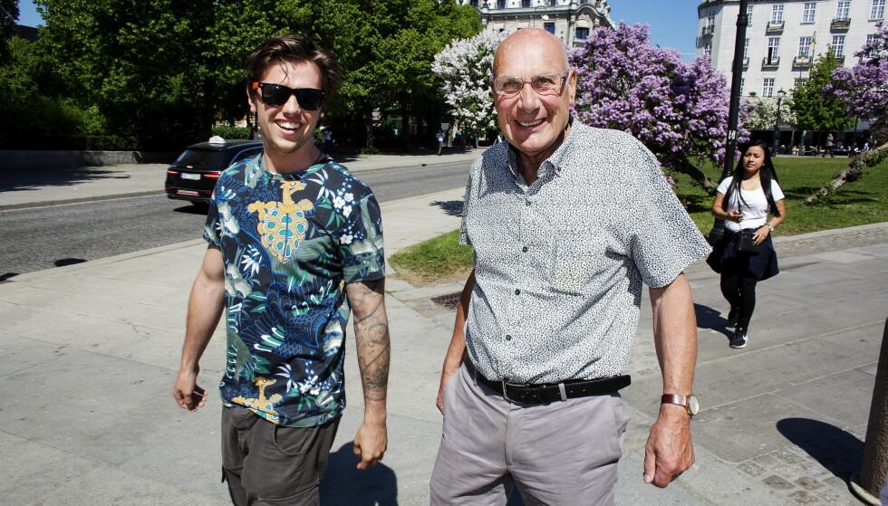 TO GODE VENNER: Samuel Massie og bestefaren Arne Ulvolden står hverandre svært nære. Nå ser duoen fram til en spennende høst. Foto: Henning Lillegård / Dagbladet