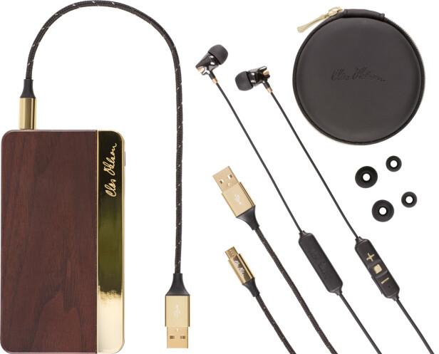UNDERHOLDNING PÅ FARTA: Med øreplugger og powerbank får du timesvis med underholdning.